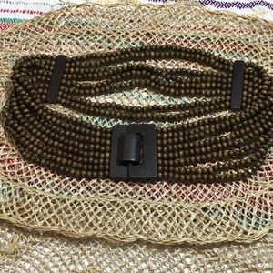 Wood beaded stretch belt